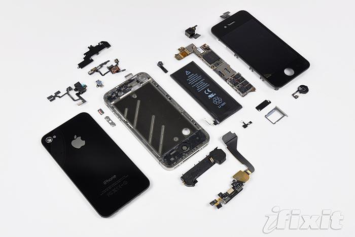Iphone 4:s alla beståndsdelar. Foto: Ifixit.com