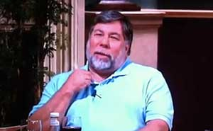 Steve Wozniak i sitcomen Big bang theory. Bild från video.